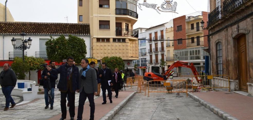 La Diputación pide confianza a los comerciantes de Coín que rechazan el sentido único