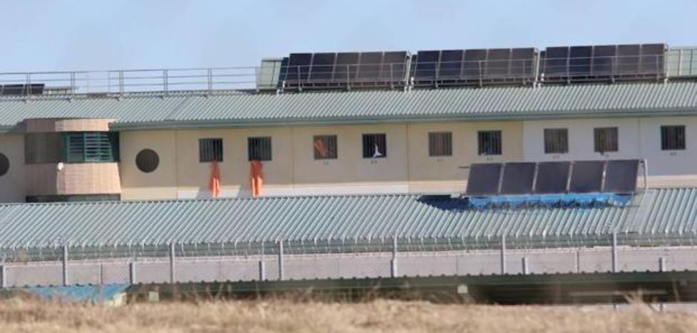 Interior vacía de inmigrantes el edificio de la cárcel de Archidona