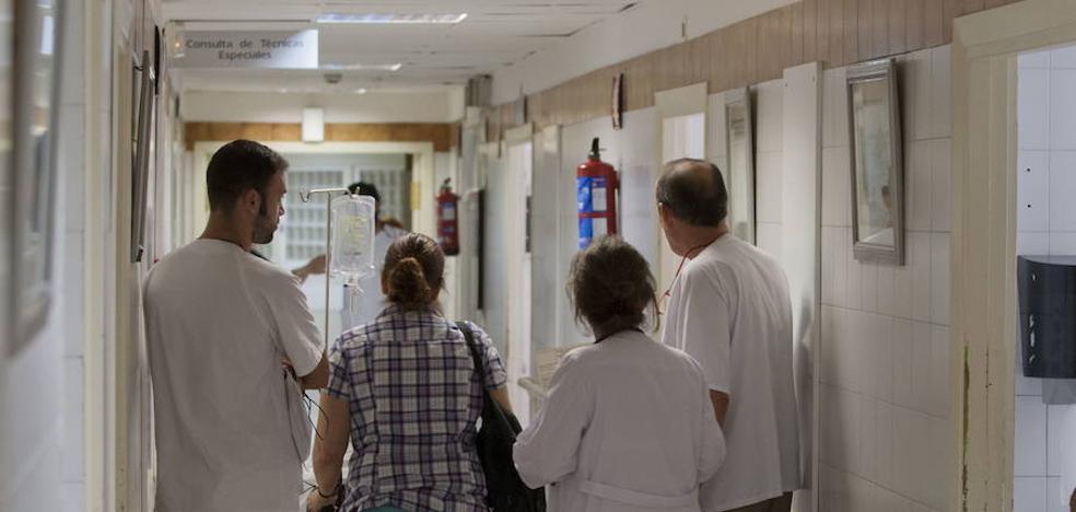 Las urgencias de Carlos Haya, las quintas de España con más quejas, según el Defensor del Paciente