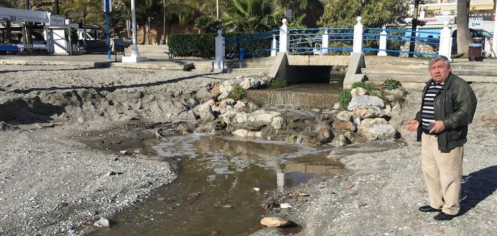 El Seprona investiga por orden judicial los vertidos fecales en las playas de Nerja