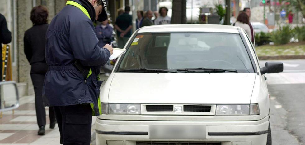 Agentes de la Policía Local de Benalmádena reciben formación sobre identificación de vehículos extranjeros