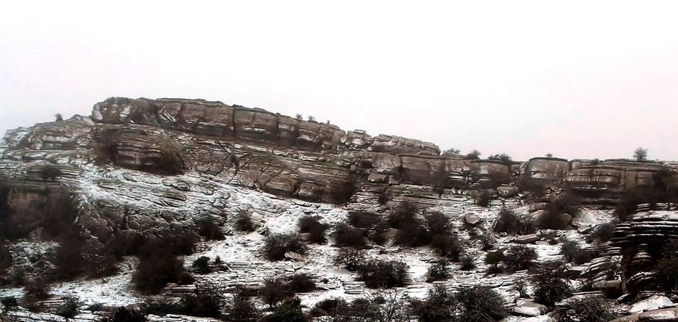 Abren el acceso al Torcal tras permanecer cortado por la nevada