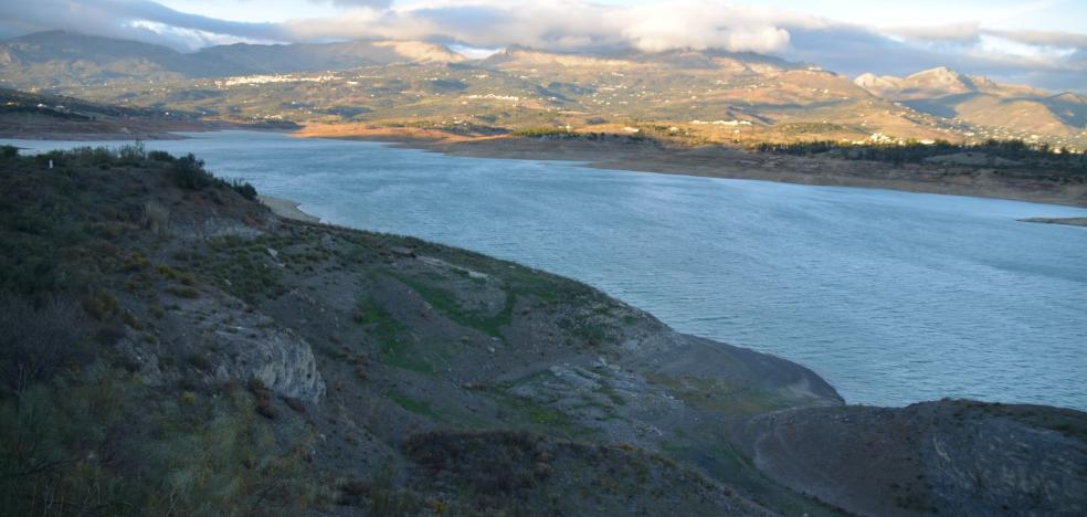 Emasa inicia el envío de agua potable a Rincón de la Victoria para preservar La Viñuela