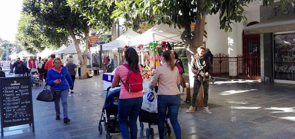 Torremolinos zanja la polémica con los artesanos y autoriza un mercadillo en el centro