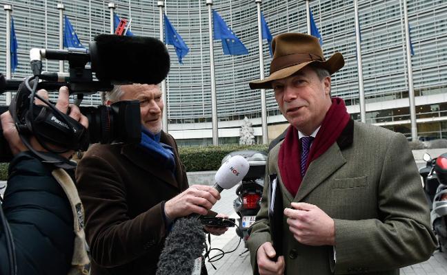 El eurófobo Farage abre la puerta a otra consulta para cerrar el debate sobre el 'Brexit'