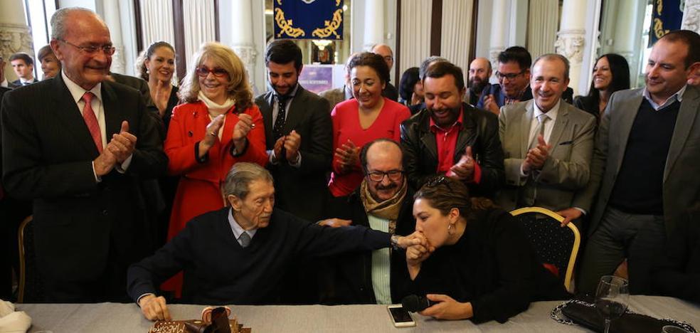 «Feliz cumpleaños, maestro Alcántara»
