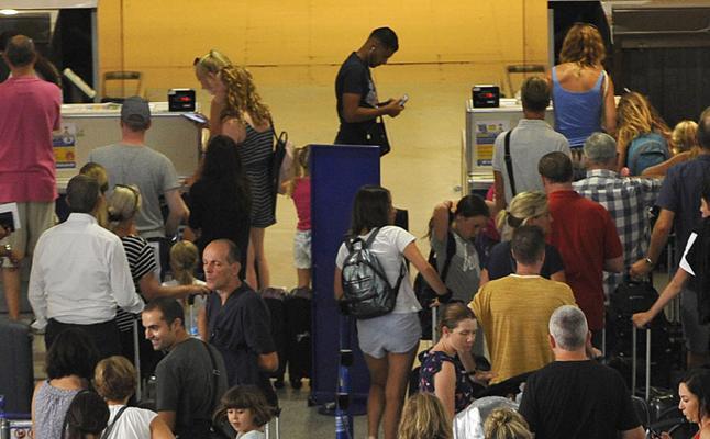 El aeropuerto superó el pasado año los 18,6 millones de pasajeros, su mejor registro