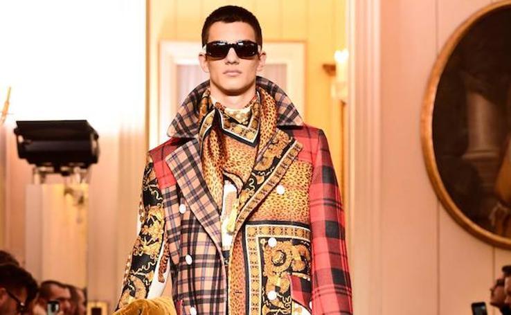 Versace muestra en la Semana de la Moda de Milán cómo vestirá el hombre el invierno que viene