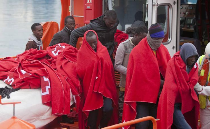 Más de un centenar de inmigrantes llegan a Málaga