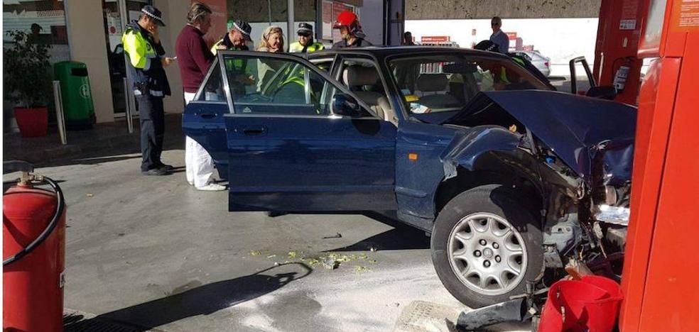 Aparatoso accidente de Olivia Valère en una gasolinera de San Pedro Alcántara