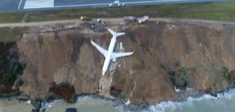 Un avión se queda a escasos metros del mar tras realizar un aterrizaje de emergencia