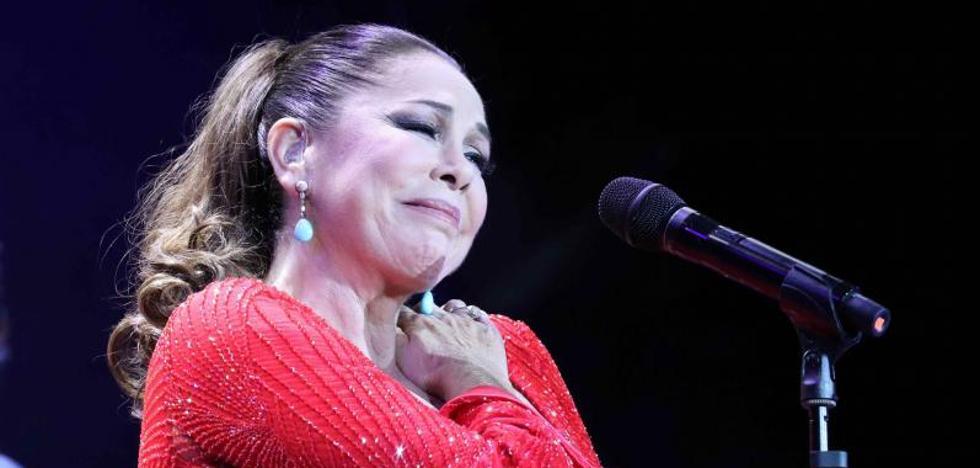 Una de las mayores fans de Isabel Pantoja muere en Canarias cuando hacía cola para un concierto