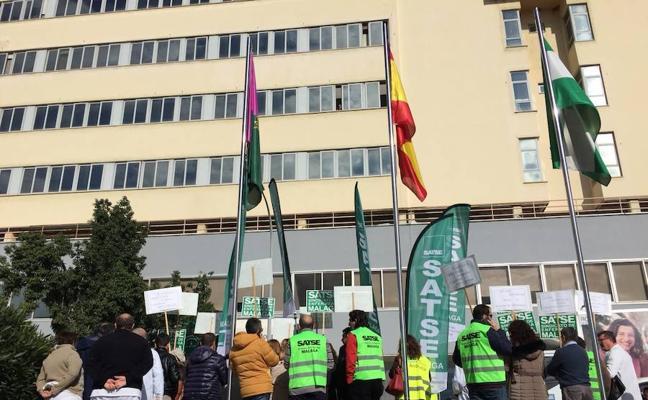 Los enfermeros de hospitalización quirúrgica del Clínico protestan por la falta de personal