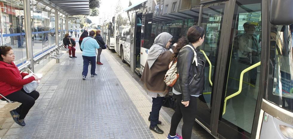 Un accidente entre un coche y un autobús de línea se salda con 16 heridos en Málaga