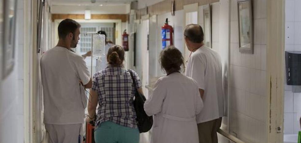 El Hospital Regional Carlos Haya limita las visitas de los familiares de pacientes de Urgencias