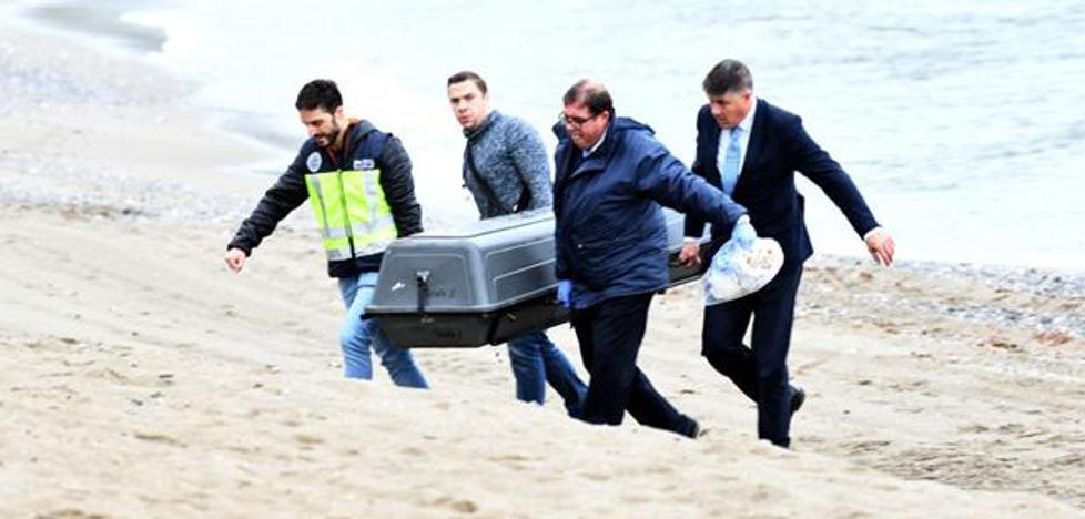 Los primeros resultados apuntan a que la mujer que apareció en una playa de Marbella murió por ahogamiento