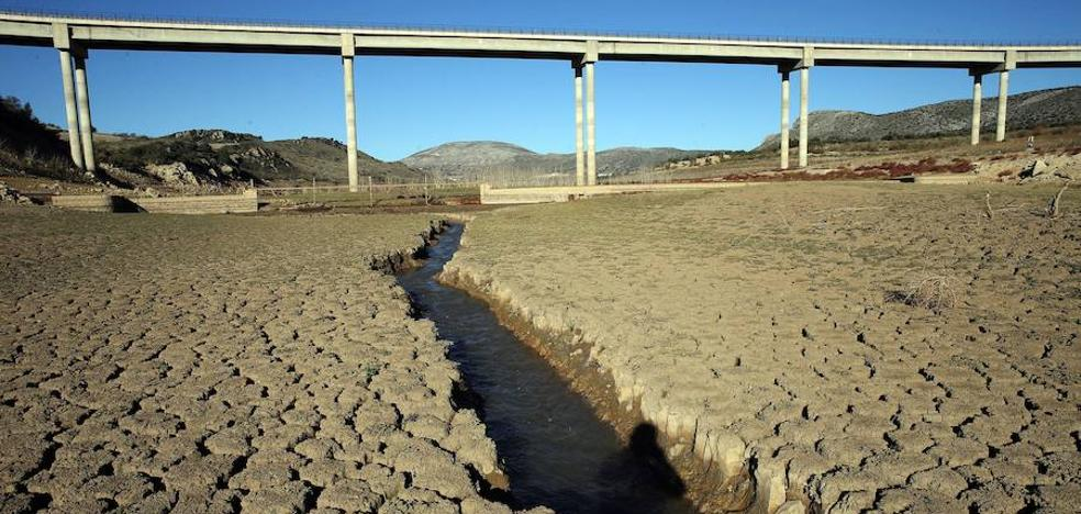 El último temporal aporta a los embalses el agua que consume Málaga en un mes