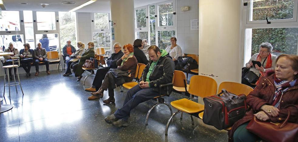 Denuncian al hospital de Antequera por abandonar durante cinco horas a un paciente mientras sufría un ictus en la sala de espera