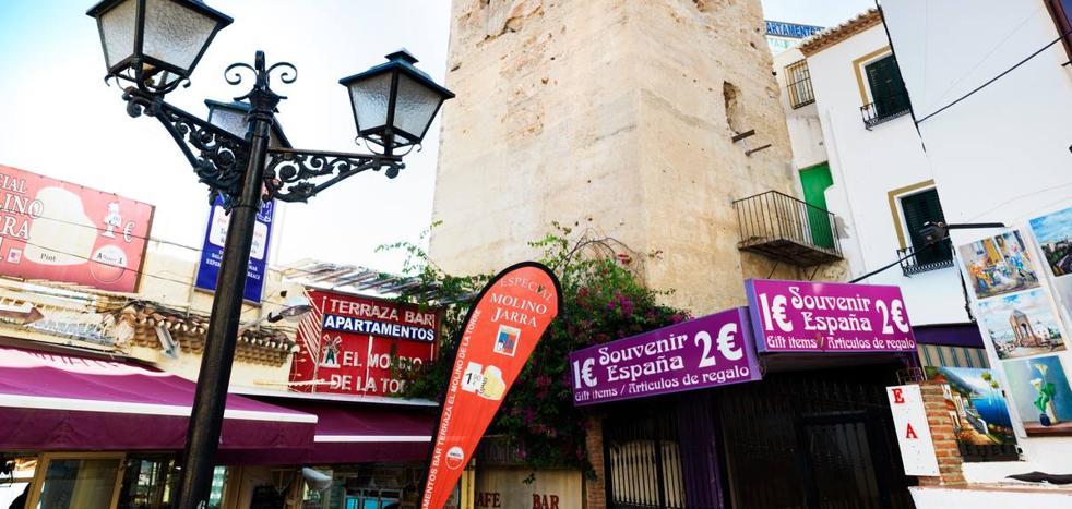 Torremolinos exigirá la retirada de la cartelería que oculta la Torre Pimentel