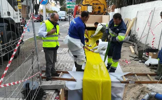 Emasa experimenta con éxito una nueva técnica para reparar el saneamiento sin realizar zanjas