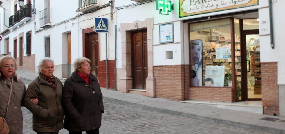 Los vecinos de San Juan se movilizan para evitar el cierre de la única farmacia del barrio