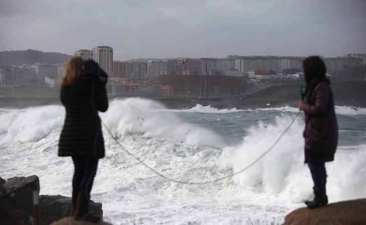 Las espectaculares fotos del temporal de olas que azota España