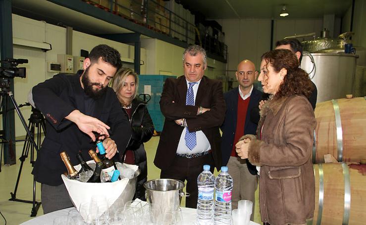 La visita de Javier Carnero a Bodegas Victoria Ordóñez, en imágenes