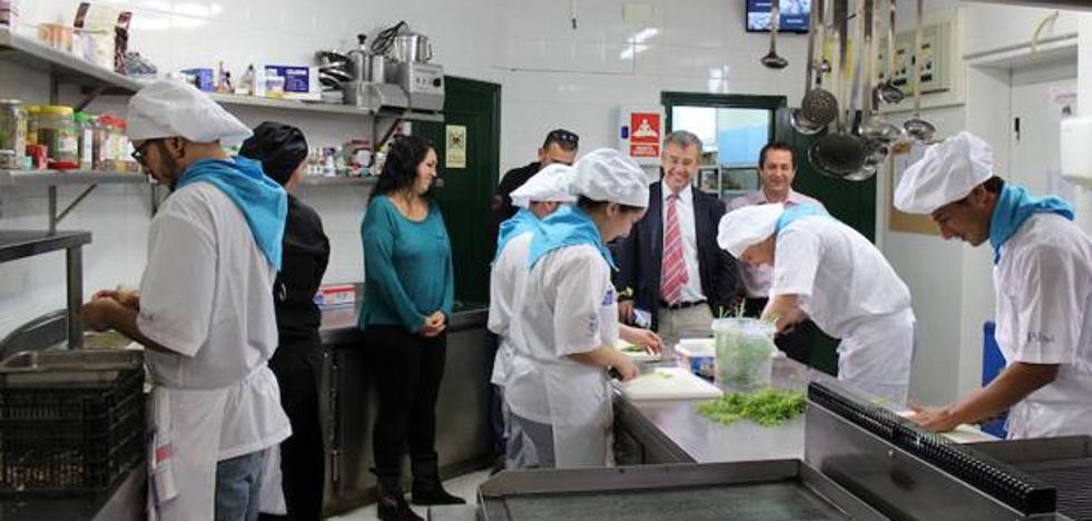 La Escuela de Hostería de Estepona abre el restaurante para prácticas en el Palacio de Congresos