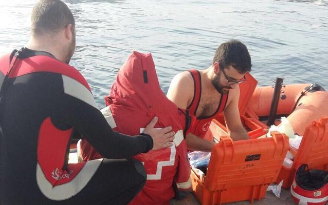 Rescatan a un bañista con hipotermia en la desembocadura del Guadalhorce