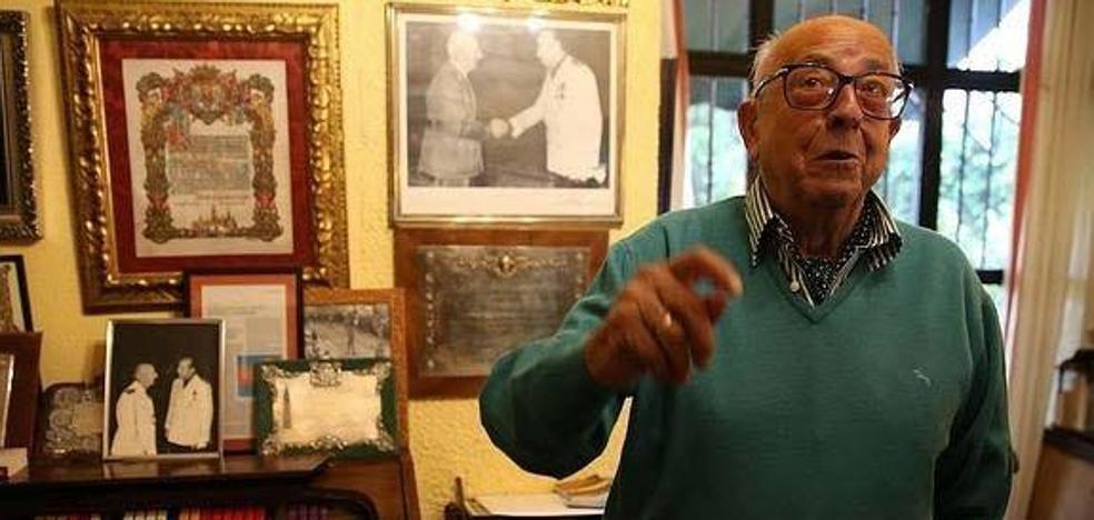 La oposición exige que no haya marcha atrás en la retirada de honores a Utrera Molina