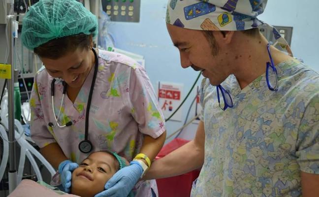 La labor solidaria de médicos y enfermeros andaluces en Guatemala, retratada en el documental de una malagueña