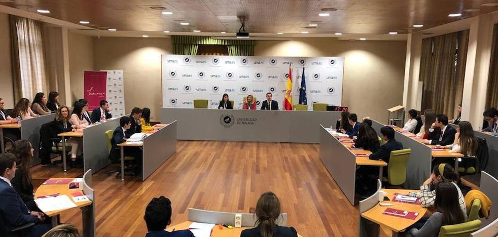 Escolares de Málaga participan en una simulación parlamentaria