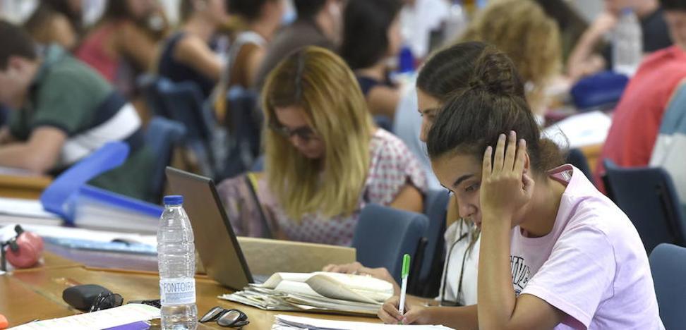 La UMA advierte del riesgo de sufrir ansiedad ante los exámenes por una mala planificación del tiempo