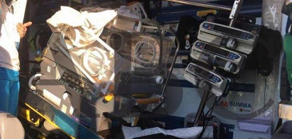 Un bebé sale despedido de la incubadora tras chocar la ambulancia con un turismo