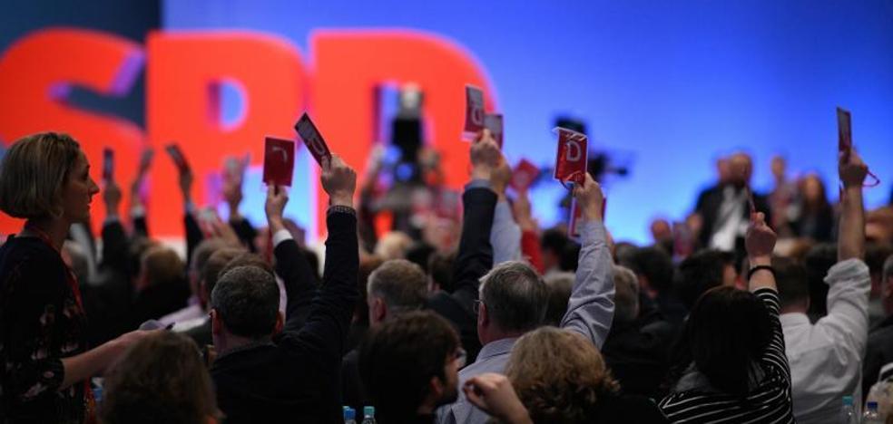 Los socialdemócratas dan luz verde a negociar una nueva gran coalición con Merkel