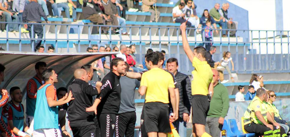 El Marbella resiste al Extremadura y al árbitro