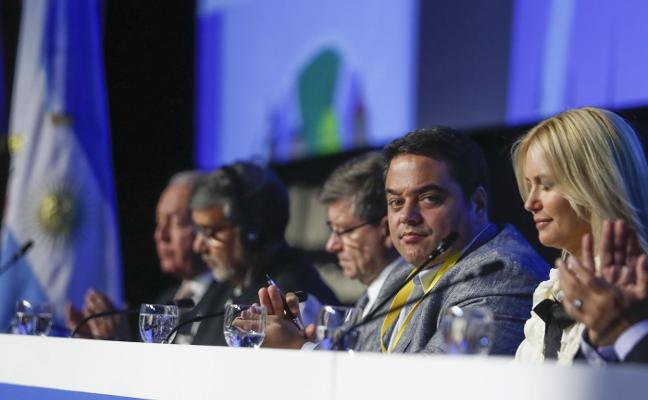 El ministro de Trabajo de Macri no predica con el ejemplo