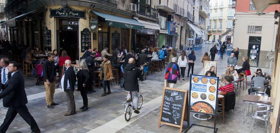 Málaga se plantea aplicar una moratoria que impida abrir más bares en el Centro
