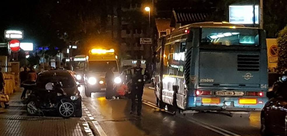 Un ciclista herido tras ser golpeado por la puerta de un coche en Málaga capital