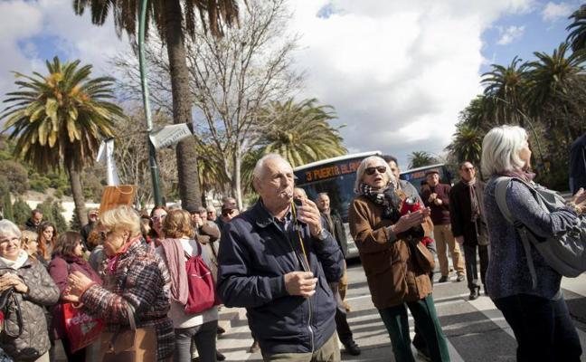 ¿Por qué protestan los jubilados que cortan el paseo del Parque y quién los convoca?