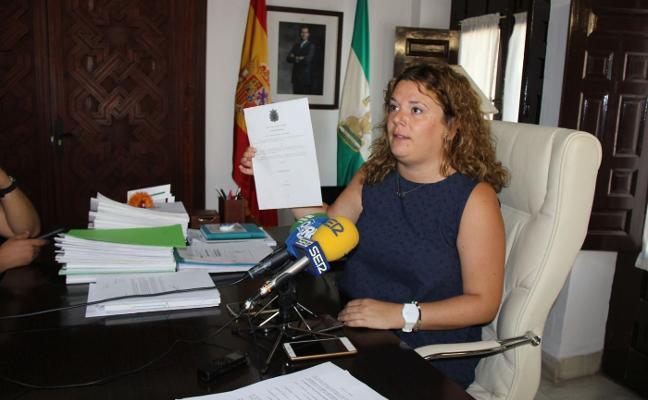 Citan a declarar como investigada a la alcaldesa de Ronda por el 'caso boda'