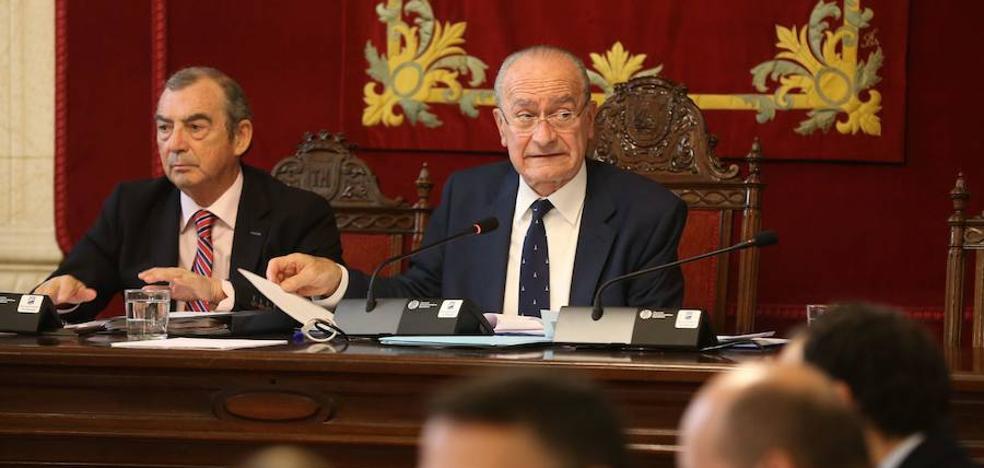 La retirada de honores a Utrera Molina enciende el debate previo al pleno