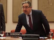 Zoido defiende que los CIE no pueden desaparecer para evitar «problemas de orden público»