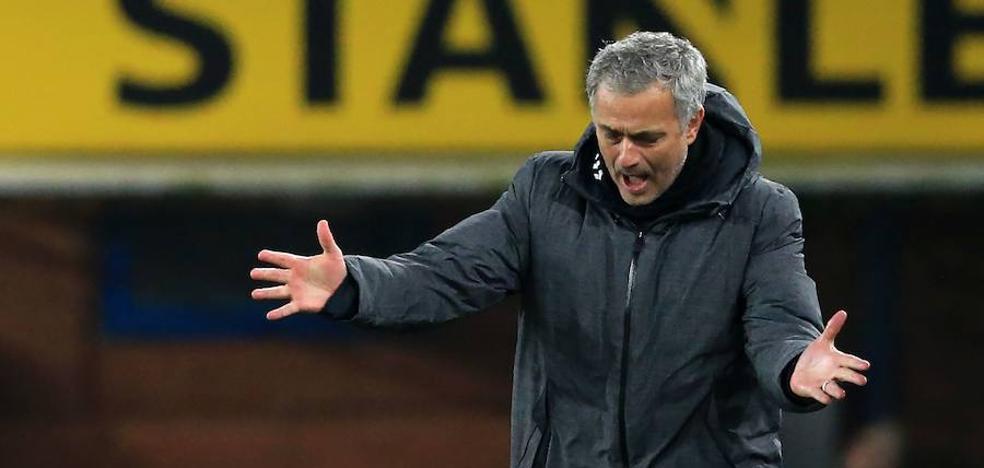 Y Mourinho aparece como 'apagafuegos' del incendio madridista