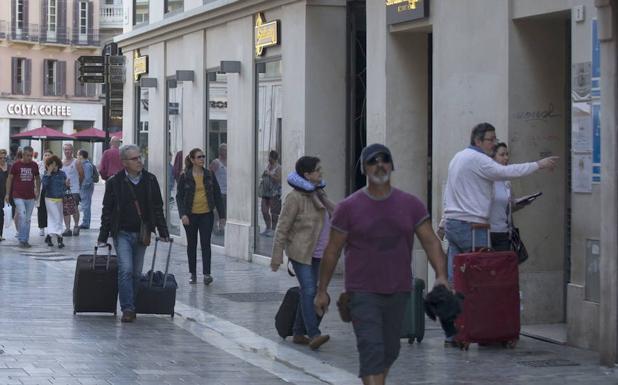 Málaga dispone ya de unas 12.000 plazas de alojamiento en viviendas turísticas repartidas por toda la capital. /Ñito Salas