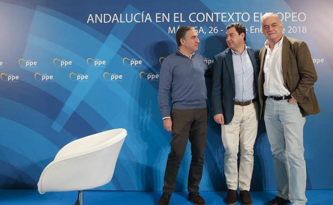 Juanma Moreno: «De la Torre es uno de nuestros buques insignia de la política andaluza, malagueña y española»