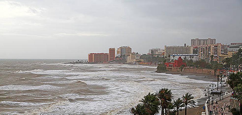 Benalmádena ampliará su espigón para estabilizar las playas por los temporales