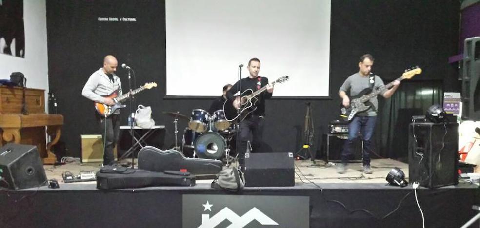 Espinosa y su banda de rock graban en homenaje a la Desbandá