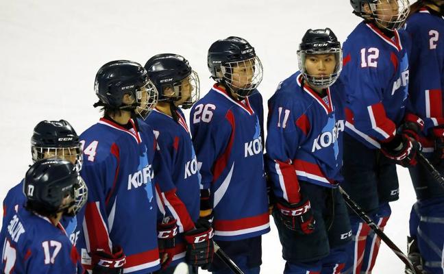 La dos Coreas unificadas, un debut sobre el hielo y entre protestas