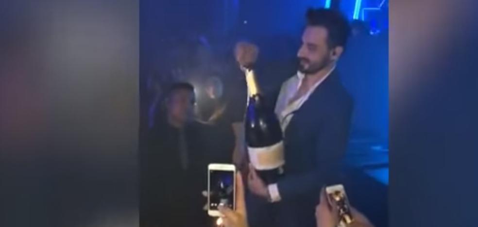 Vídeo | Se le cae una botella de champán de 34.000 euros y le explota en la cara en una discoteca de Ibiza